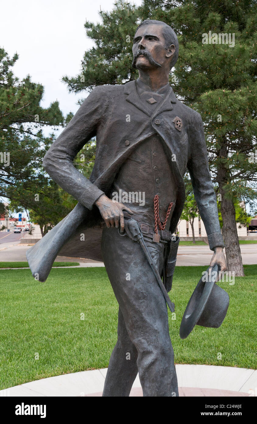 Kansas, Dodge City, sculpture of Wyatt Earp (1848-1929), Dodge City Lawman 1876-1879 - Stock Image