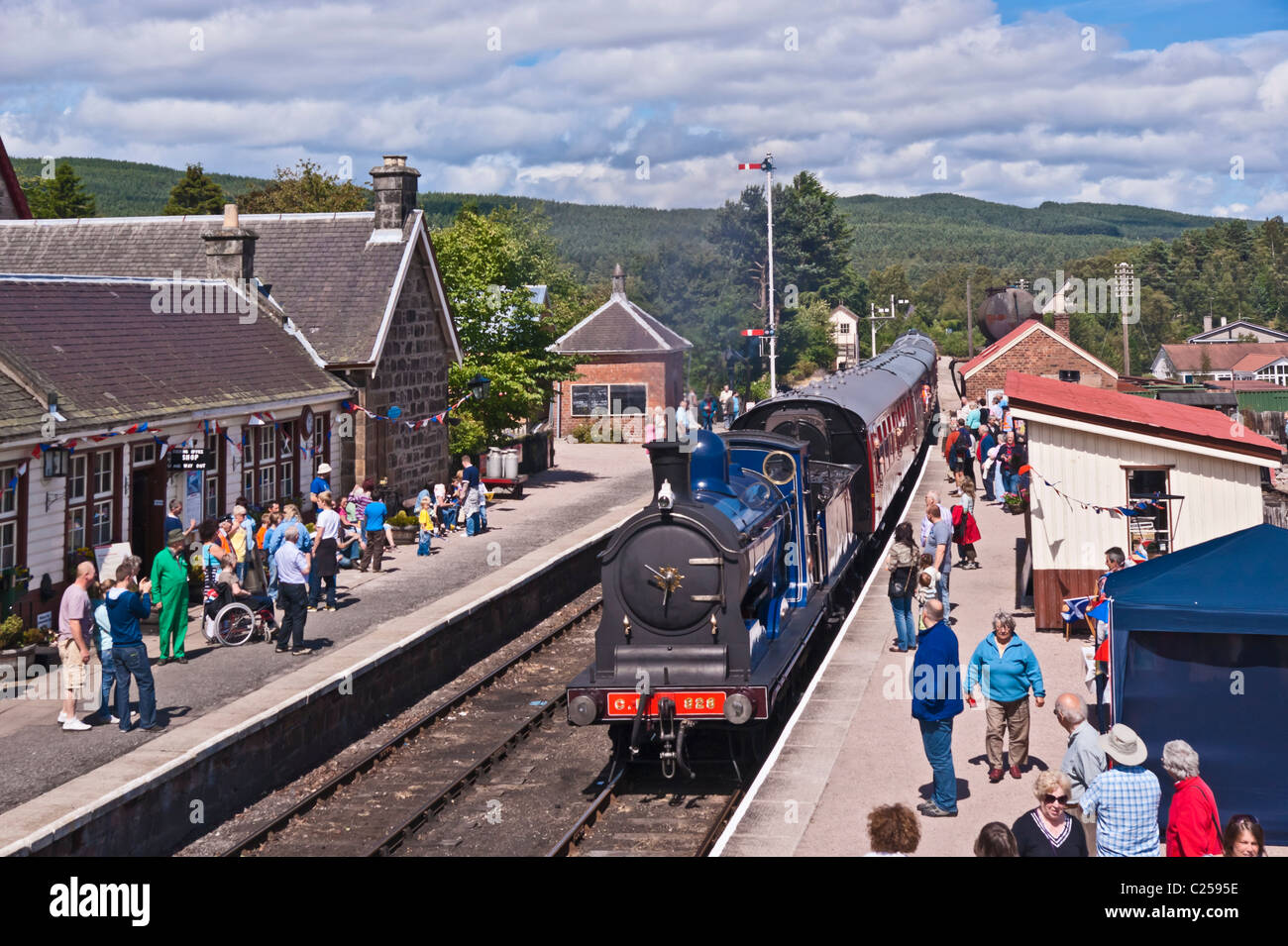 Ex. Caledonian Railway steam engine 828 arriving at Boat of Garten railway station from Broomhill in Strathspey Stock Photo