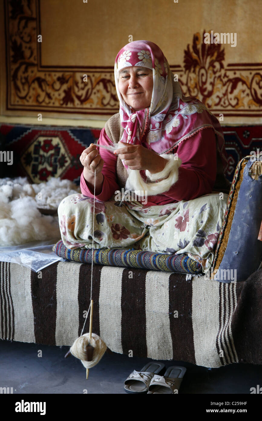 TURKISH WEAVER SPINS THE COTTON FOR KILIM RUGS FETHIYE TURKEY 15 January 2011 - Stock Image