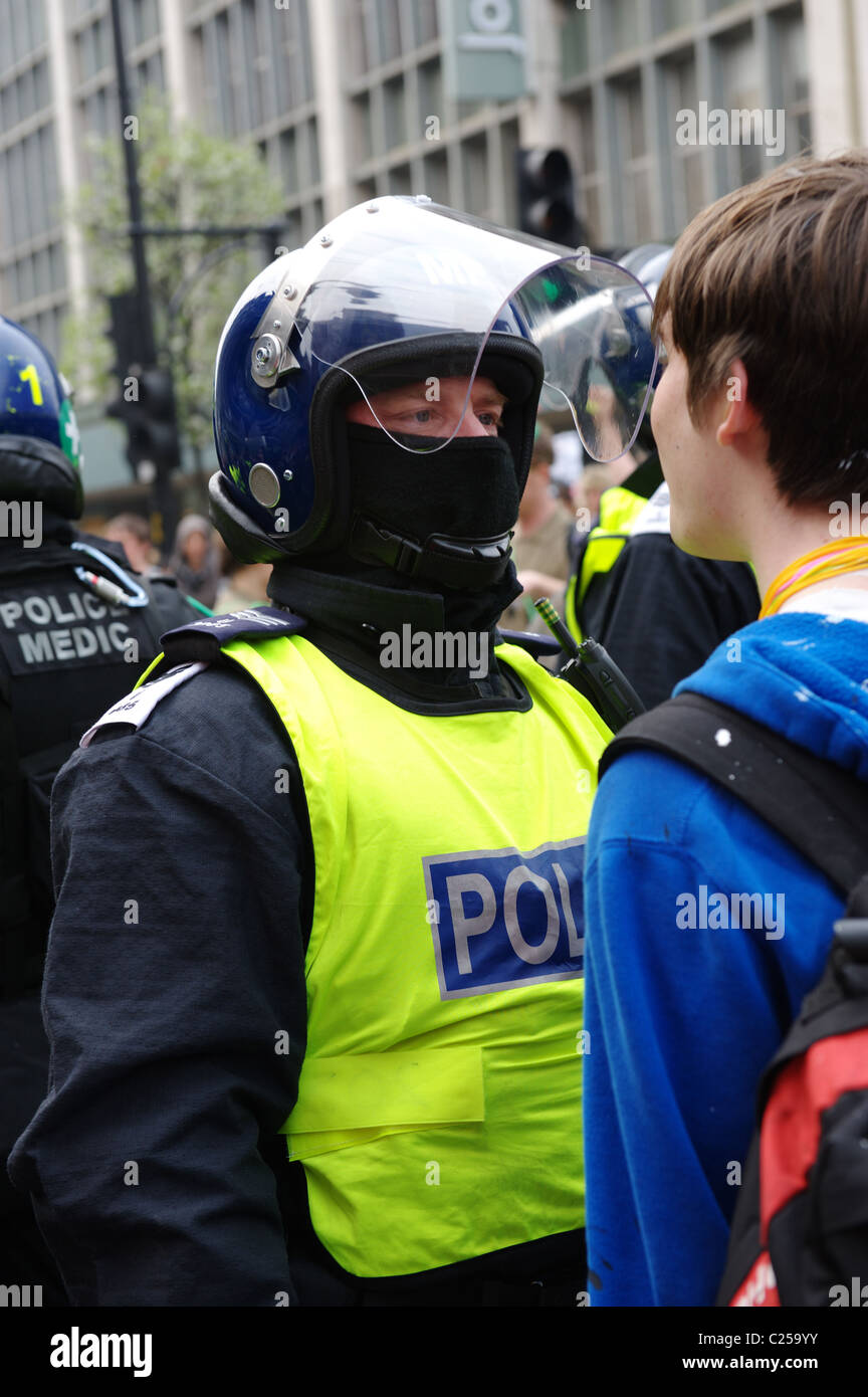Police and protesters outside Oxford Street store during the 'March for the Alternative' rally. London, UK. 26/03/2011 Stock Photo