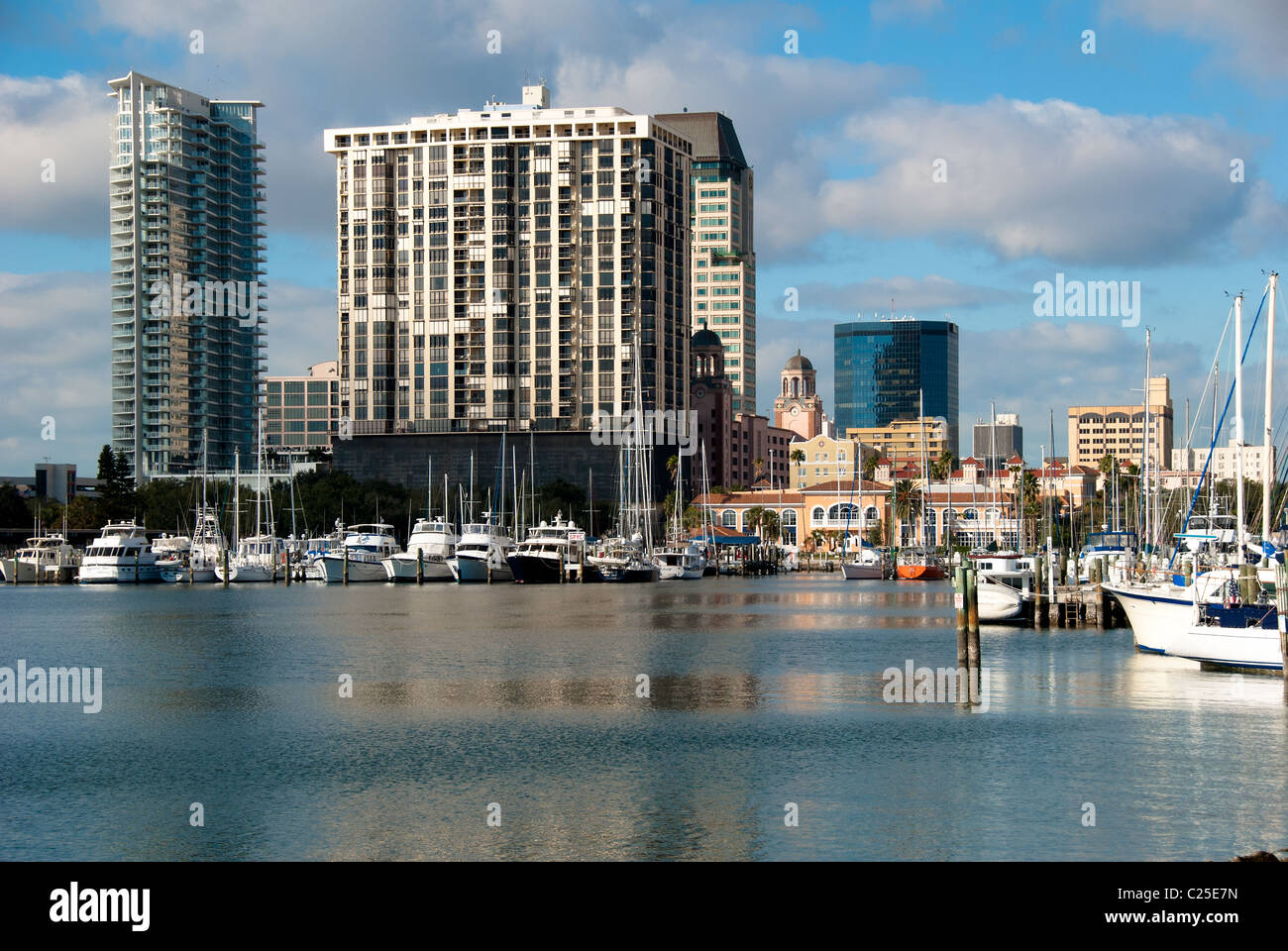 City center and yacht basin facing Tampa Bay in St. Petersburg, Florida, USA - Stock Image