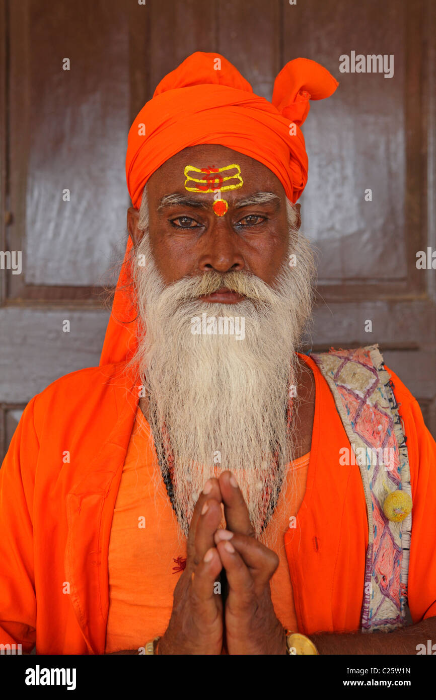 Portrait of a Hindu holy man, dressing traditional clothes, India - Stock Image