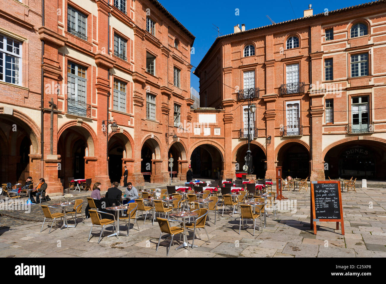 Pavement cafe in the Place Nationale, Montauban, The Lot, France - Stock Image