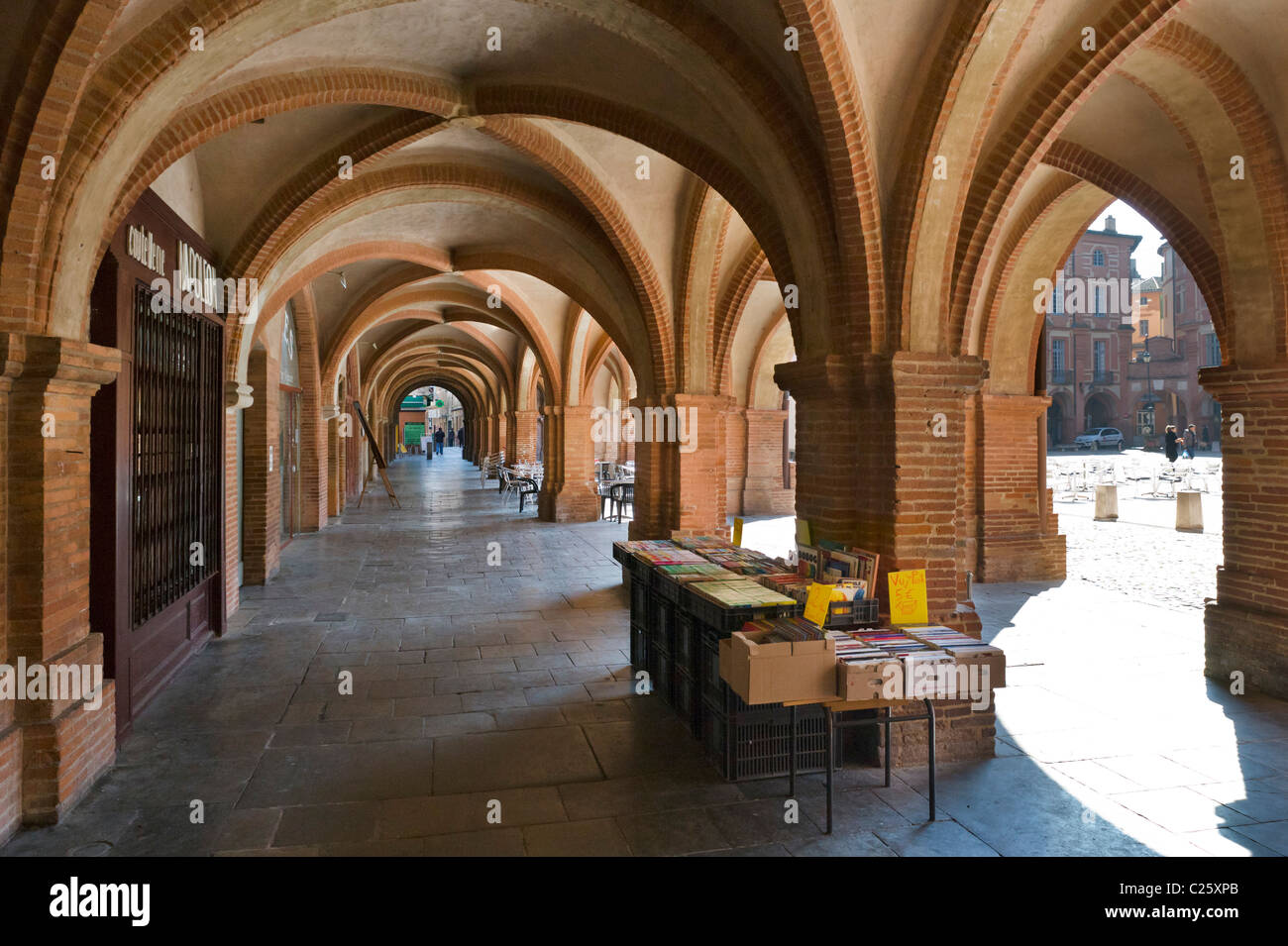 Vaulted arcade in the Place Nationale, Montauban, The Lot, France - Stock Image