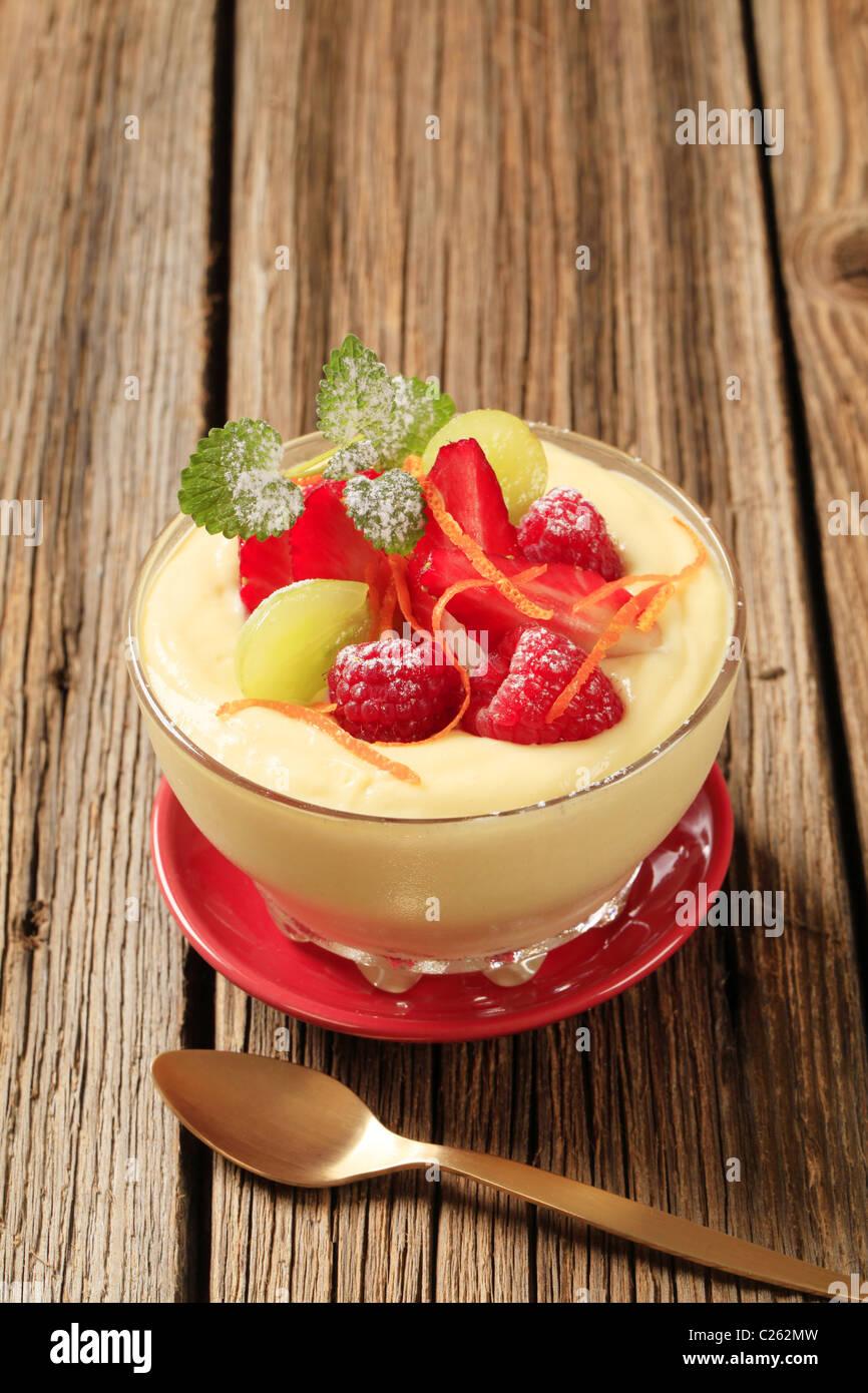 Bowl of creamy pudding with fresh fruit - Stock Image