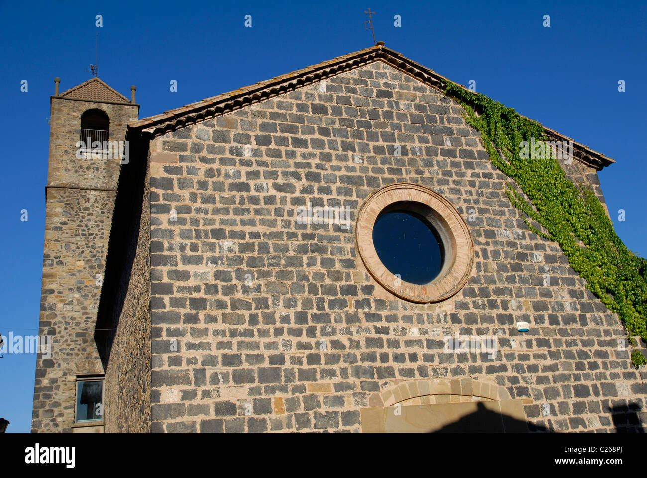 church in Castellfollit de la Roca, Parque Natural de la Zona Volcánica de la Garrotxa, Girona, Cataluña, - Stock Image