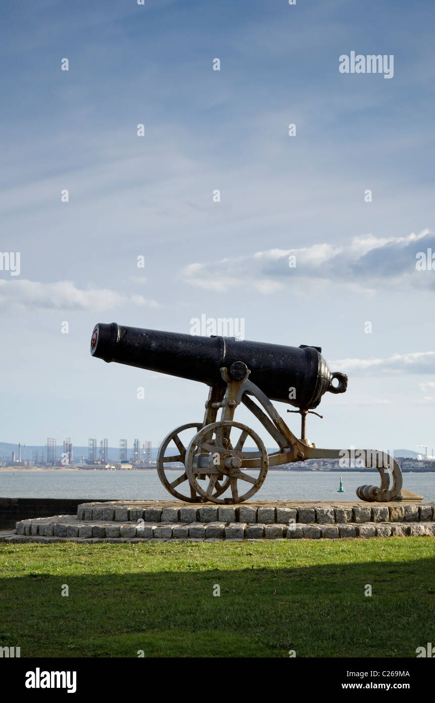 Canon pointing out to sea from Heugh Battery on the Headland at Hartlepool. - Stock Image