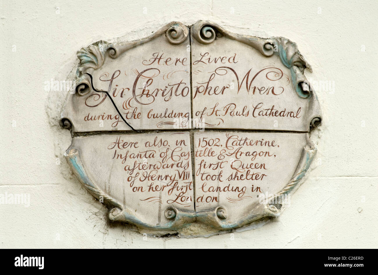 Sir Christopher Wren Plaque above doorway house in Bankside Southwark London SE1 while building St Pauls Cathedral - Stock Image