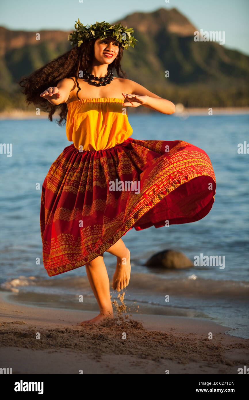 Alii Kai Hula dancer dancing on Waikiki Beach with Diamond Head as backdrop Stock Photo