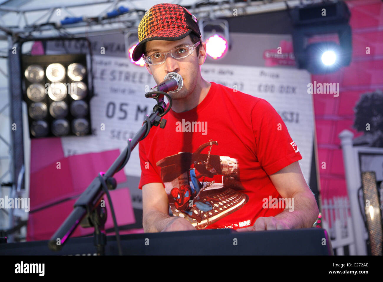 Gideon Conn performs live at a T-Mobile Street Gig  Oxford, England - 05.05.07 - Stock Image