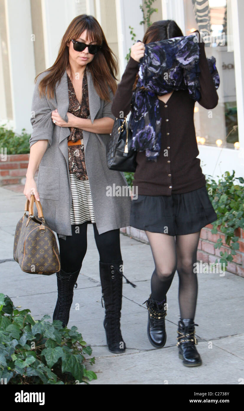 Courtney tailor sexy,Anna Nicole Smith: Illegal Alien XXX picture Shanda rogers legs,Maggie Grace Californication s06e06 - 2013 HD 720p/1080p