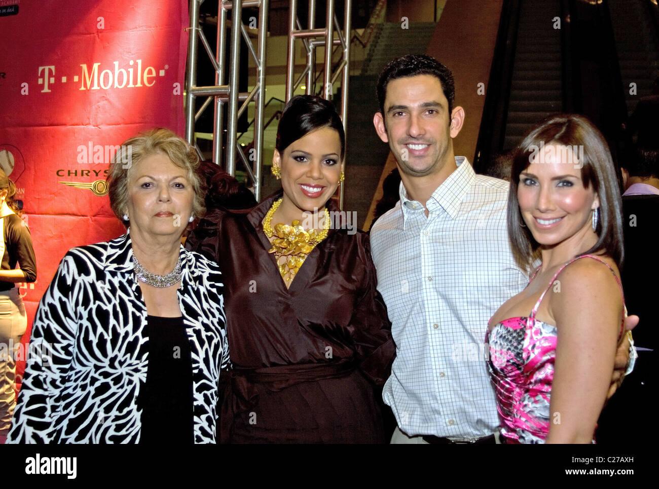 Jessica Beltran Jorge Posada And Laura Posada With Her