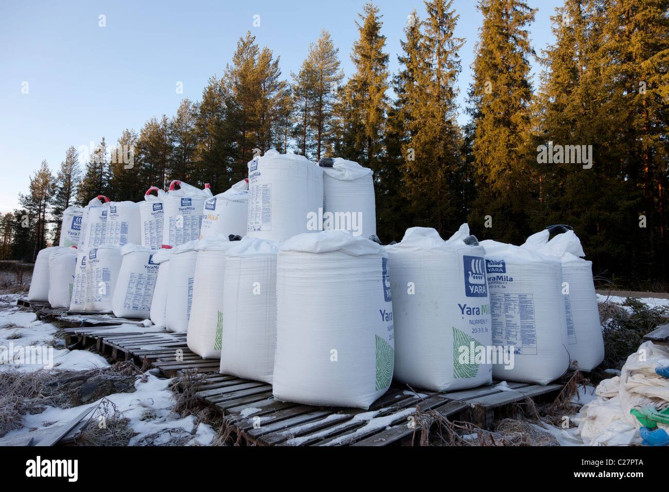 Pile of 650 kilogram NPK fertilizer ( Yara Mila ) sacks for agricultural use , fertilizing grass fields , Finland - Stock Image