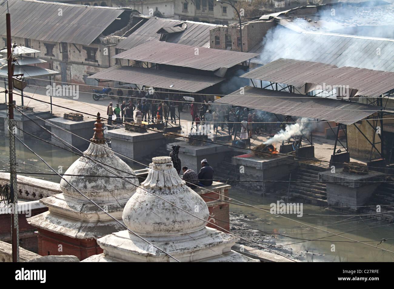 Funeral rite burning bodies at Pashupatinath temple. Kathmandu, Nepal - Stock Image