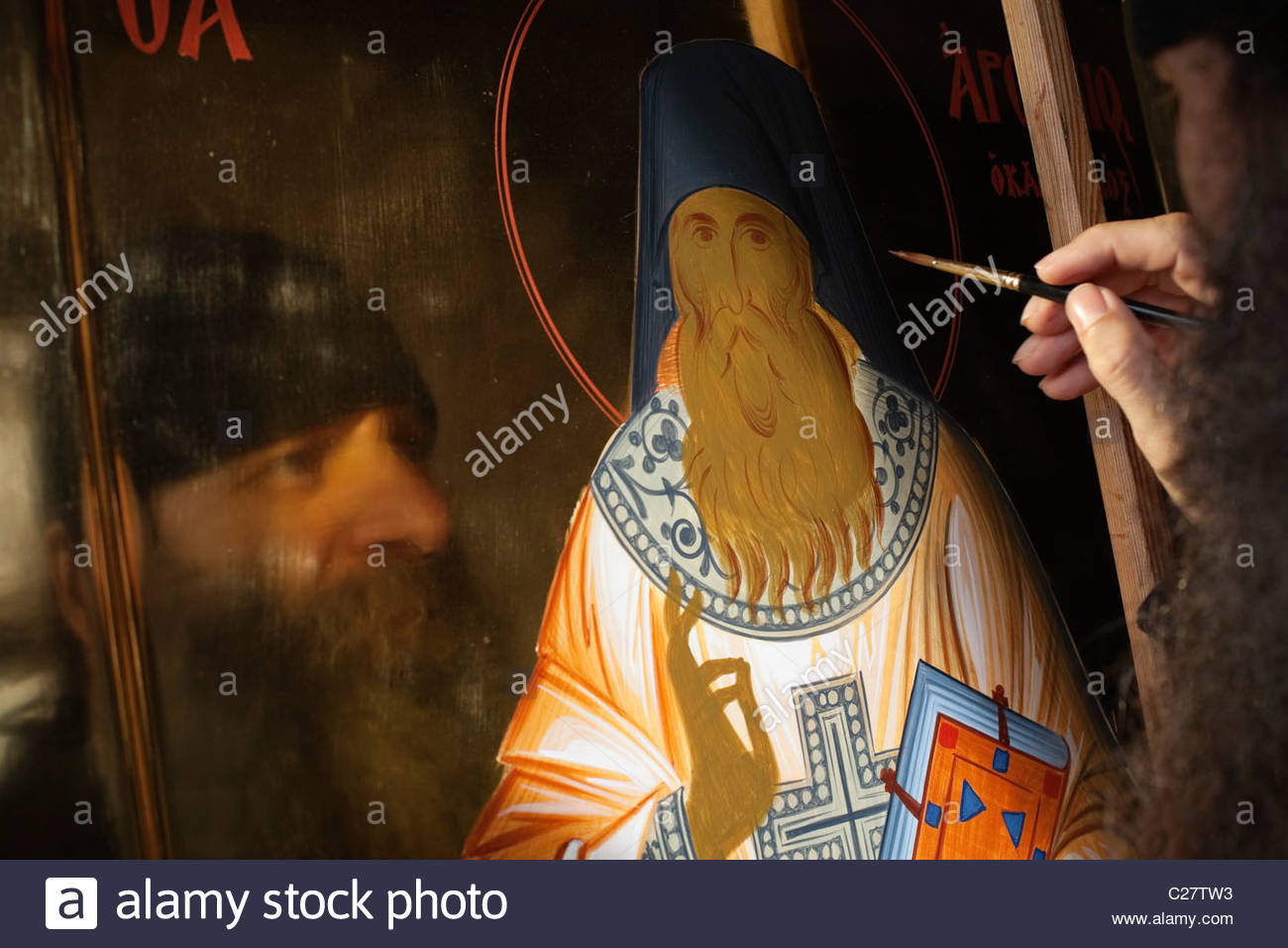 Father Lucas works in the iconography studio at Xenophontos. - Stock Image