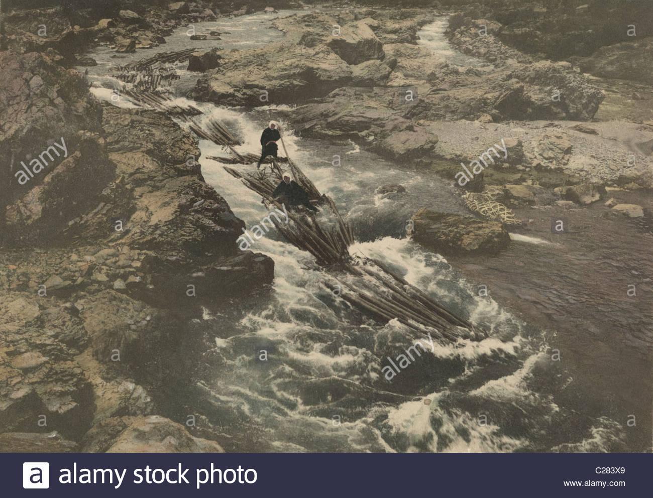Japanese raftsmen run the rapids of the Hozu River. - Stock Image