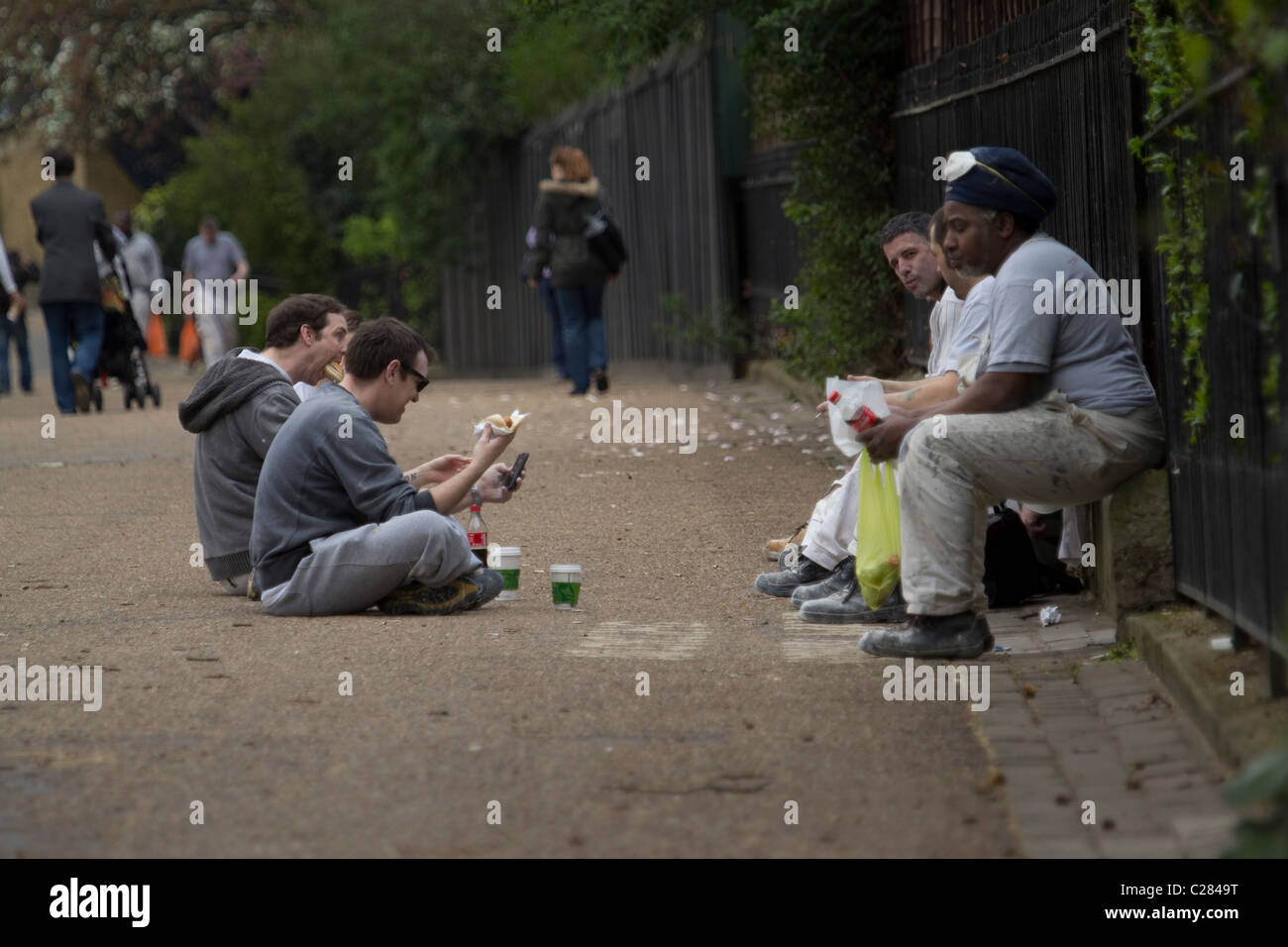 Builders construction workers taking lunchbreak Green Park London - Stock Image