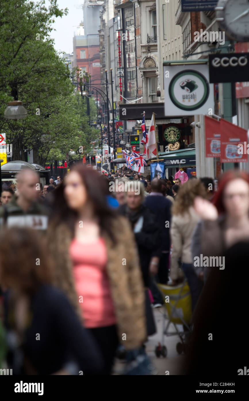 shoppers Oxford Street - Stock Image