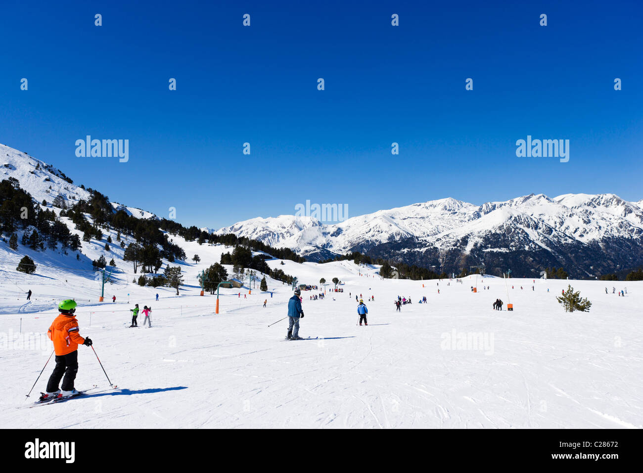 Skiers on the nursery slopes in the Espiolets ski area, Soldeu, Grandvalira Region, Andorra - Stock Image