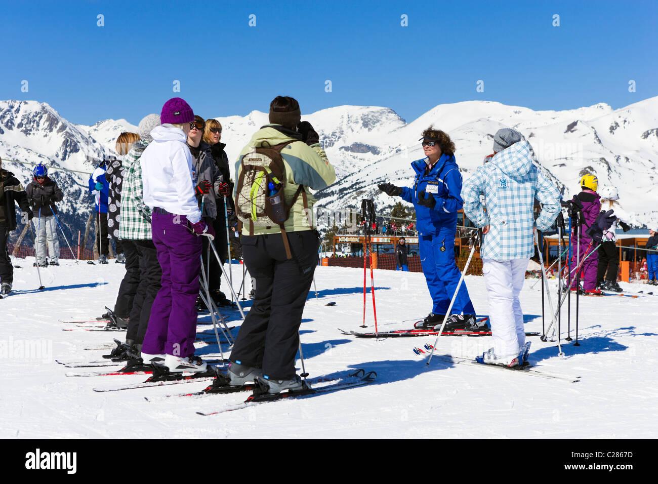 Ski school on the nursery slopes in the Espiolets ski area, Soldeu, Grandvalira Region, Andorra - Stock Image
