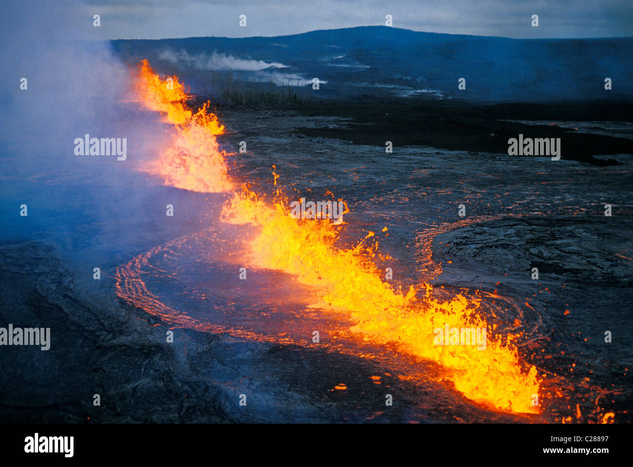 Lava fountaining at fissure eruption near Pu'u O'o in the east rift zone of Kilauea volcano, Hawaii Volcanoes - Stock Image