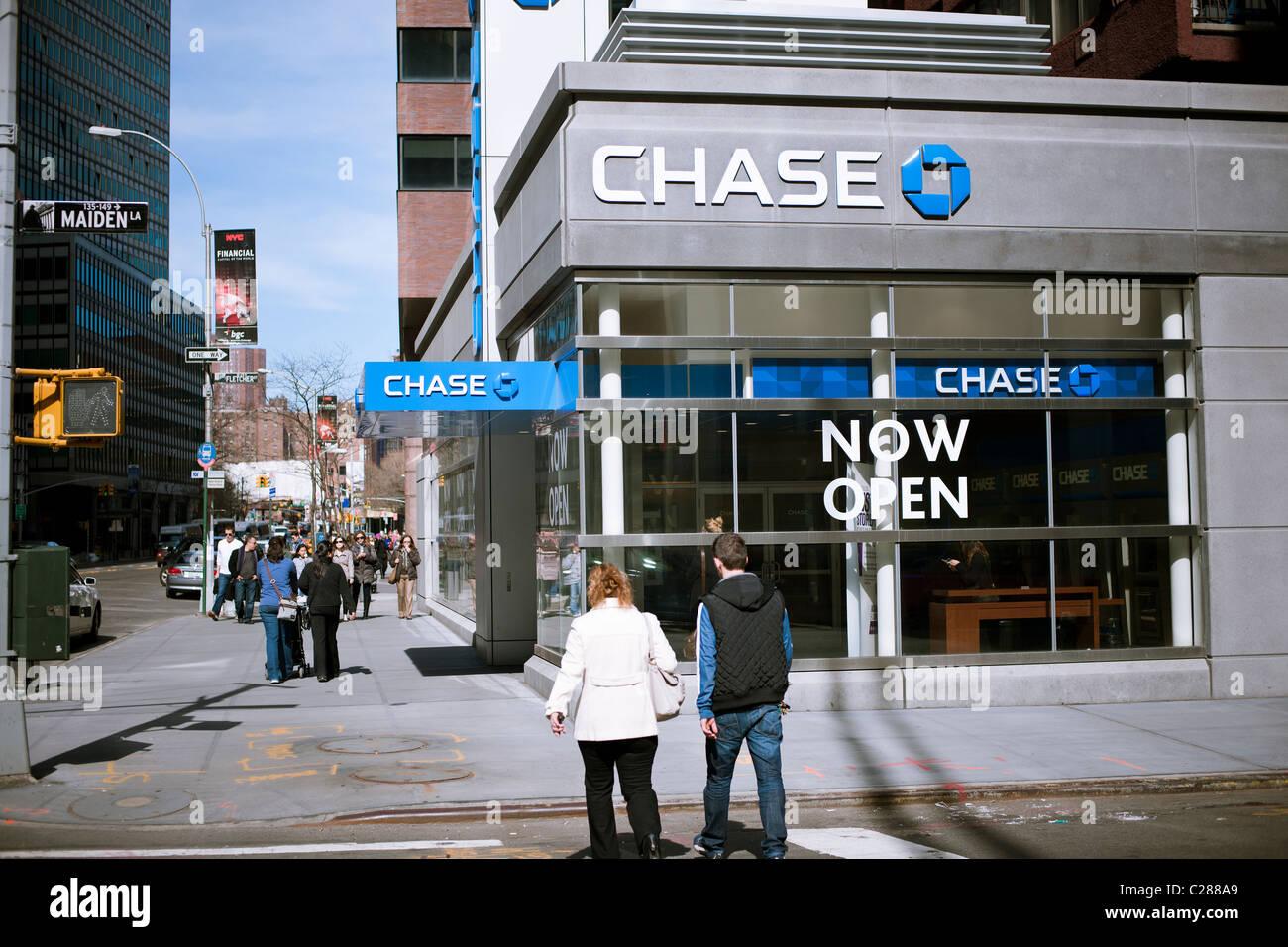 JP Morgan Chase branch in Lower Manhattan on Sunday, April 3, 2011. (© Richard B. Levine) - Stock Image
