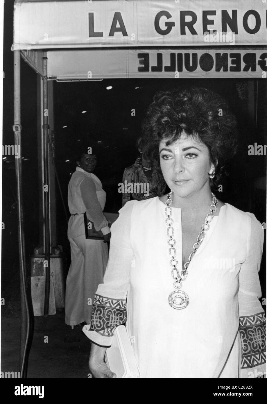 Actress Liz Taylor arrives at French restaurant - Stock Image