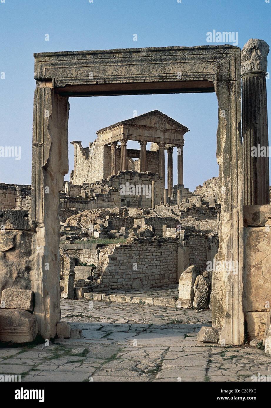 Roman Art. Tunisia. Dougga. The Capitol dedicated to Jupiter, Juno and Minerva. - Stock Image