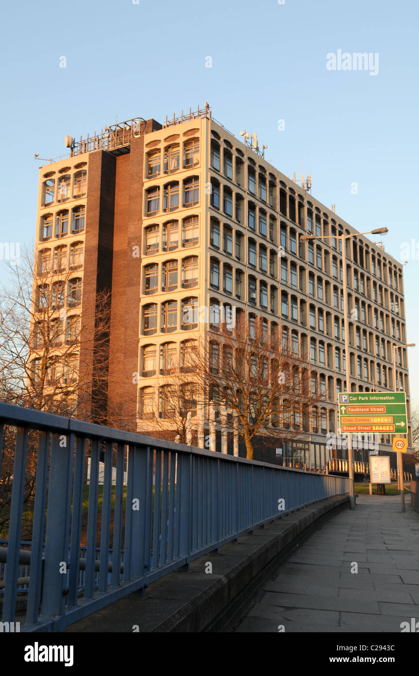 Street scene of Wolverhampton University's ugly 1960s School of Art and Design building on Ringroad St Peters - Stock Image