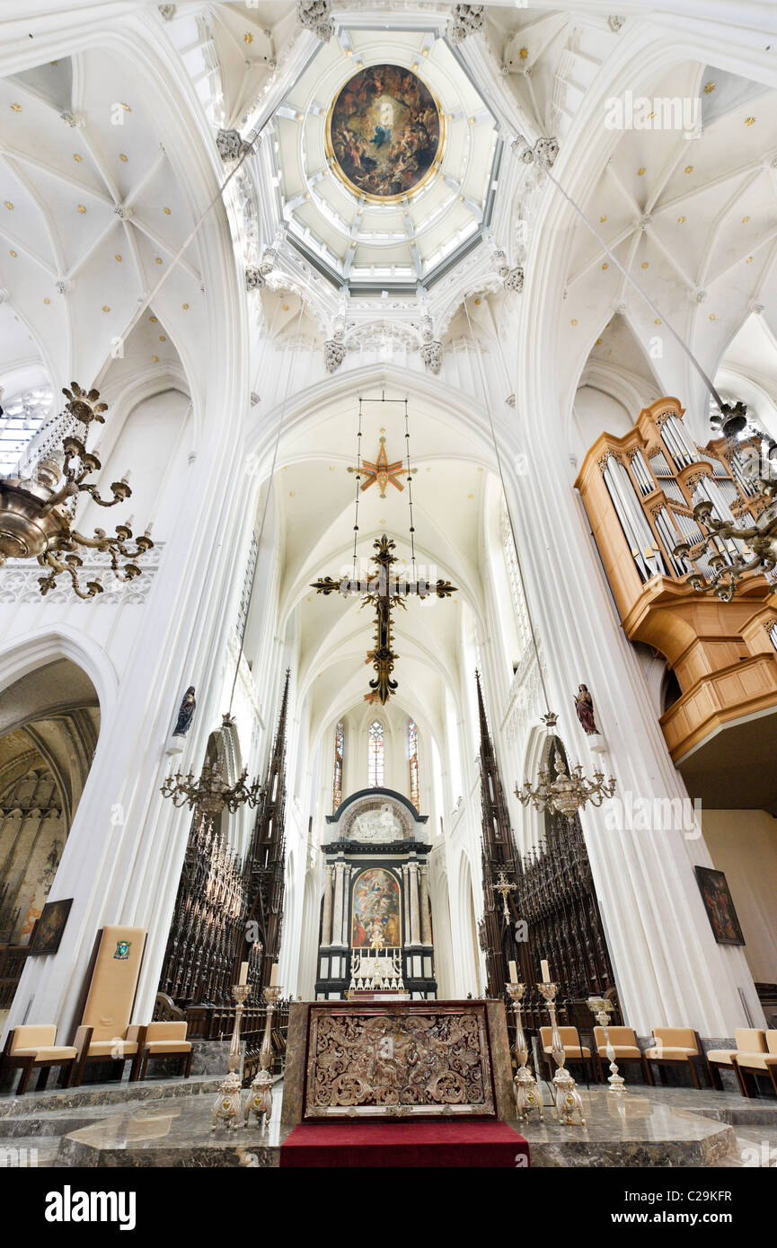The altar and cupola with paintings by Rubens and (in the cupola) Cornelius Schut, Onze Lieve Vrouwekathedraal, - Stock Image