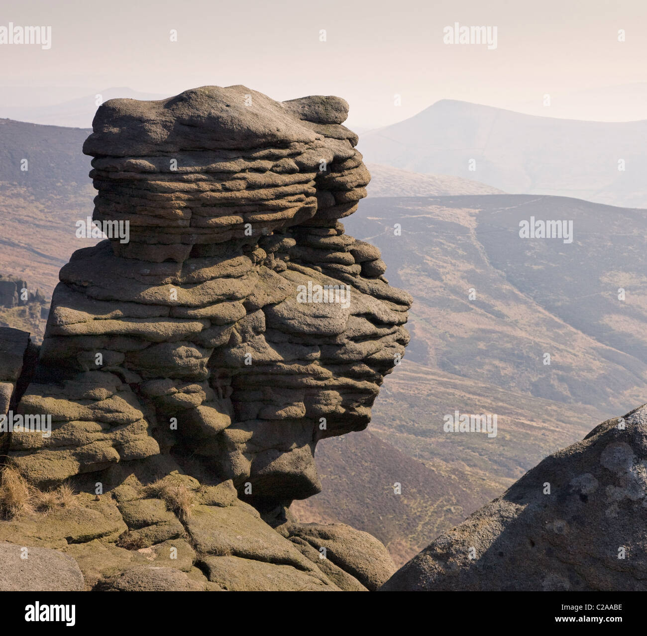 Weathered stones on Upper Tor overlooking Grindsbrook and Lose Hill on Kinder Scout Edale in the Derbyshire Peak - Stock Image