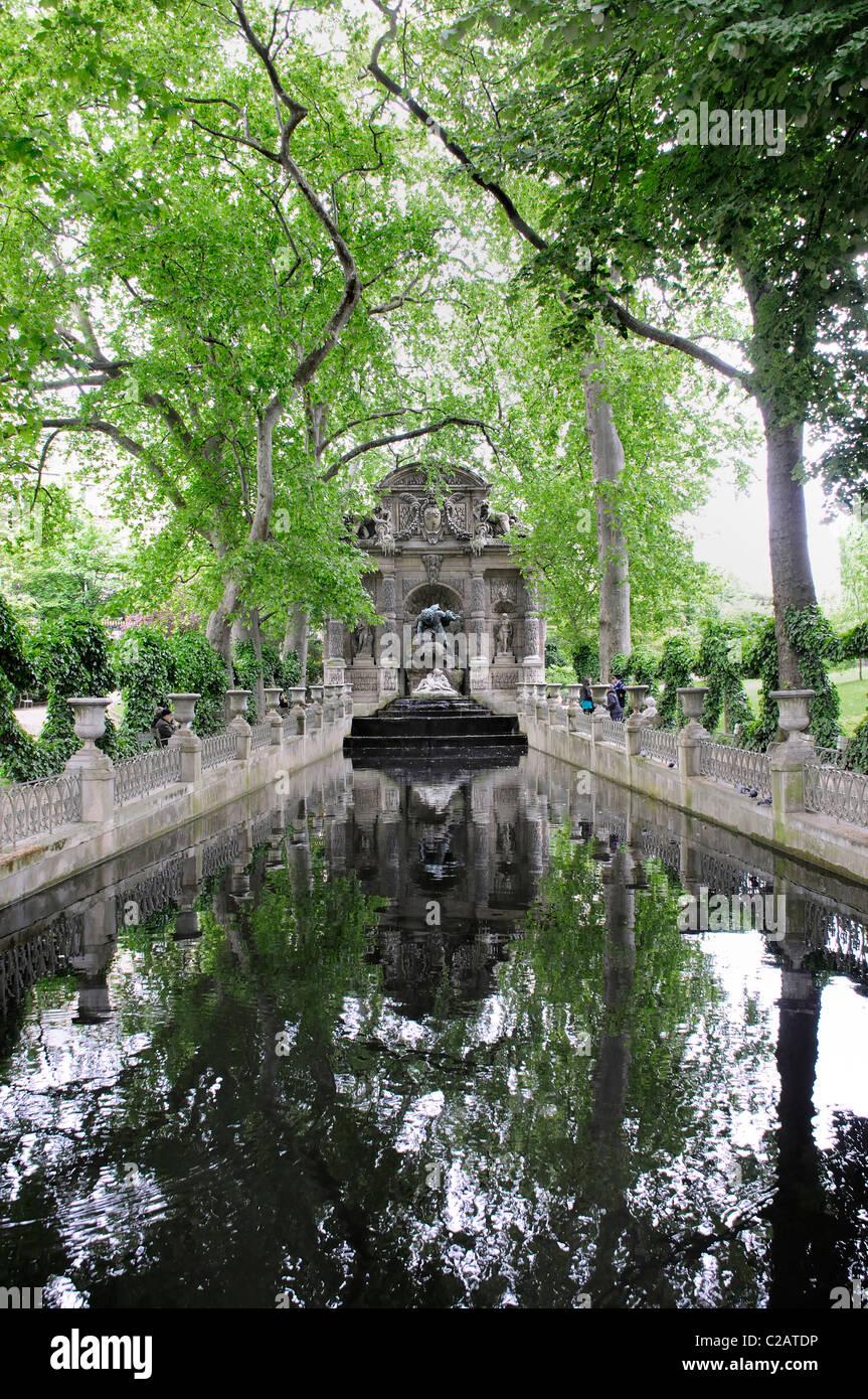 Photo Fontaine De Jardin the medici fountain (la fontaine de mÄdicis), jardin du