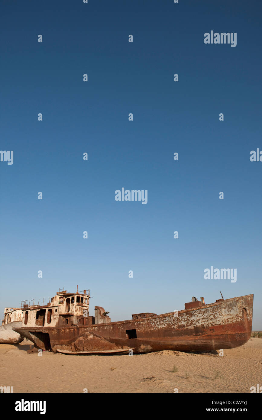 Uzbekistan, Moynaq, rusty boats beached in the desert which used to be the Aral Sea - Stock Image