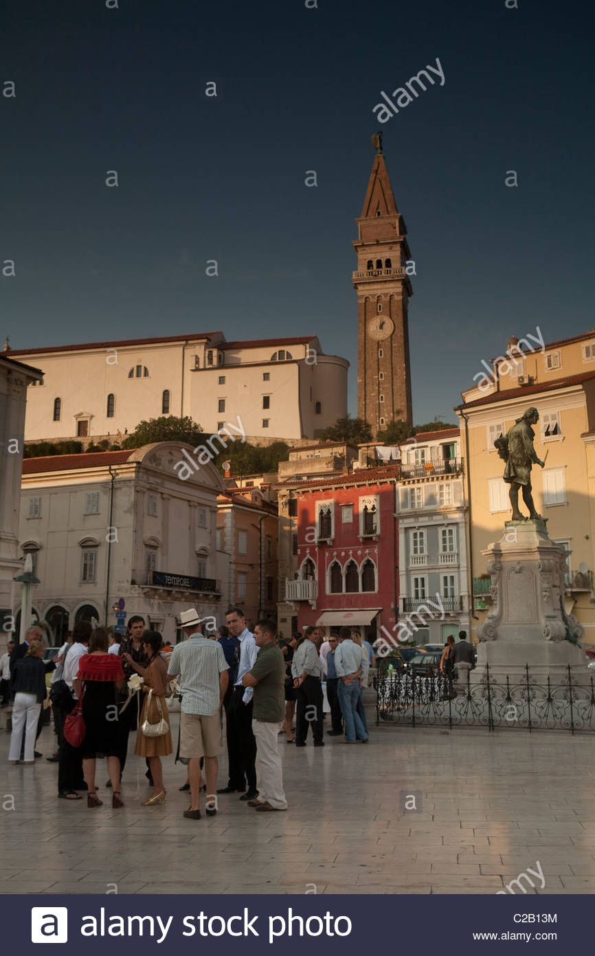 Venetian-style buildings line the central piazza Piran. - Stock Image