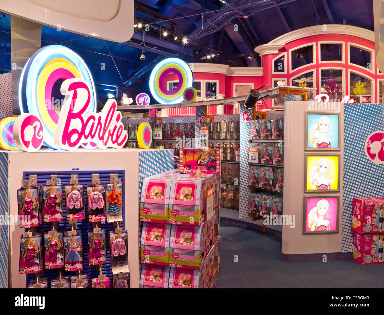 interior barbie 39 s dream house display toys r us times square nyc stock photo 35904627 alamy. Black Bedroom Furniture Sets. Home Design Ideas