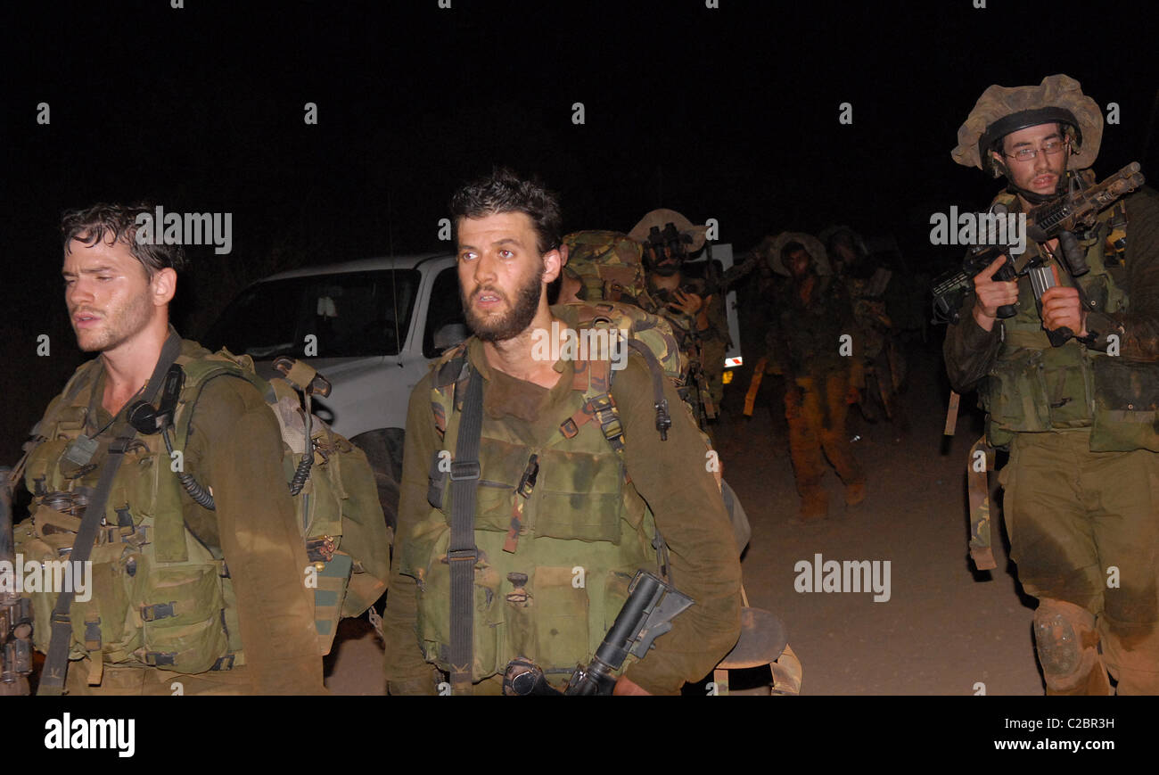 Solders from the IDF relax now that they are back in Irsrael from spenning 32 days fighting the Hezballar in south - Stock Image