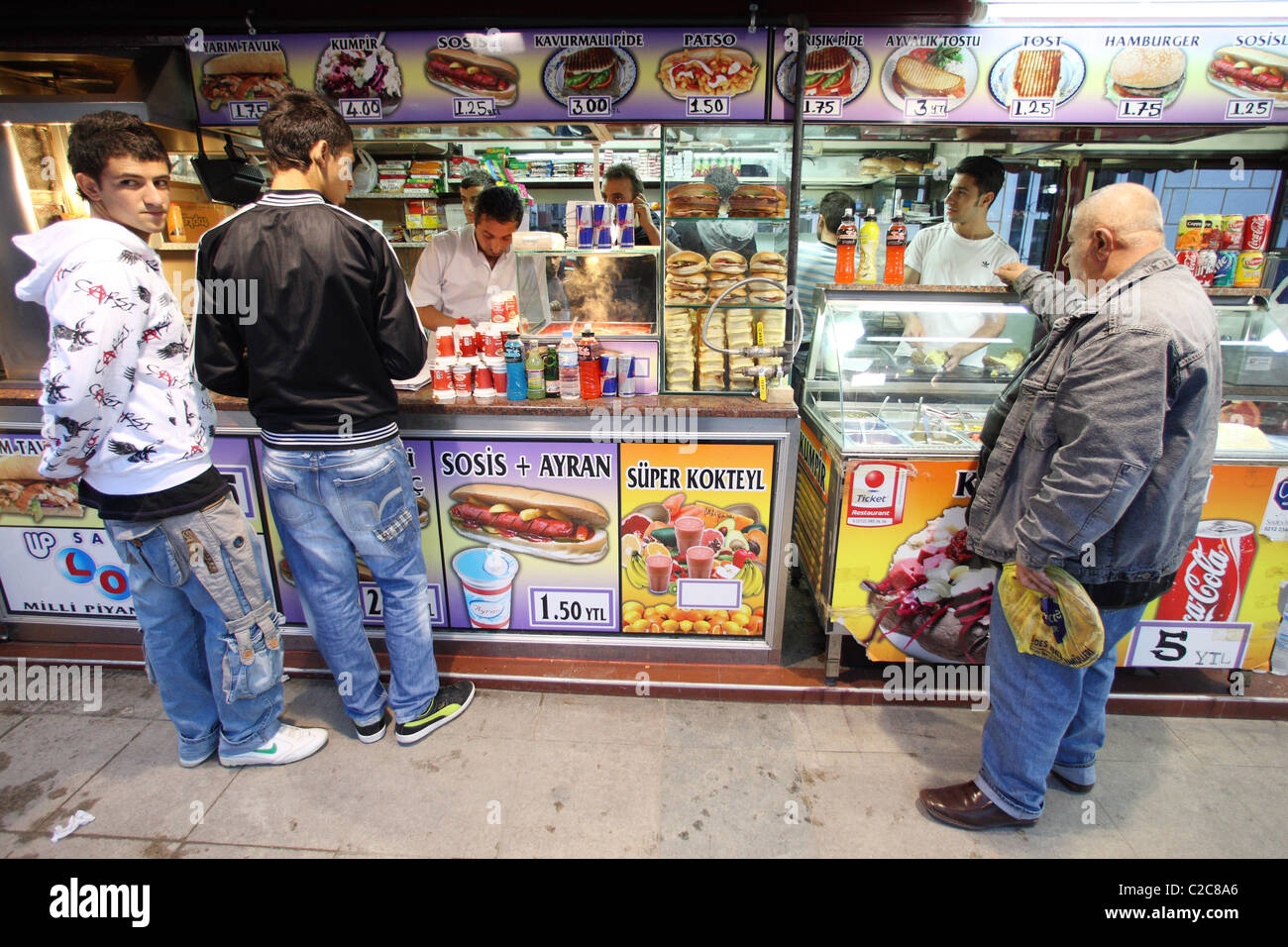 Tuerkei- Istanbul, 2008-09-28, street vendor snack arab late night male late - Stock Image