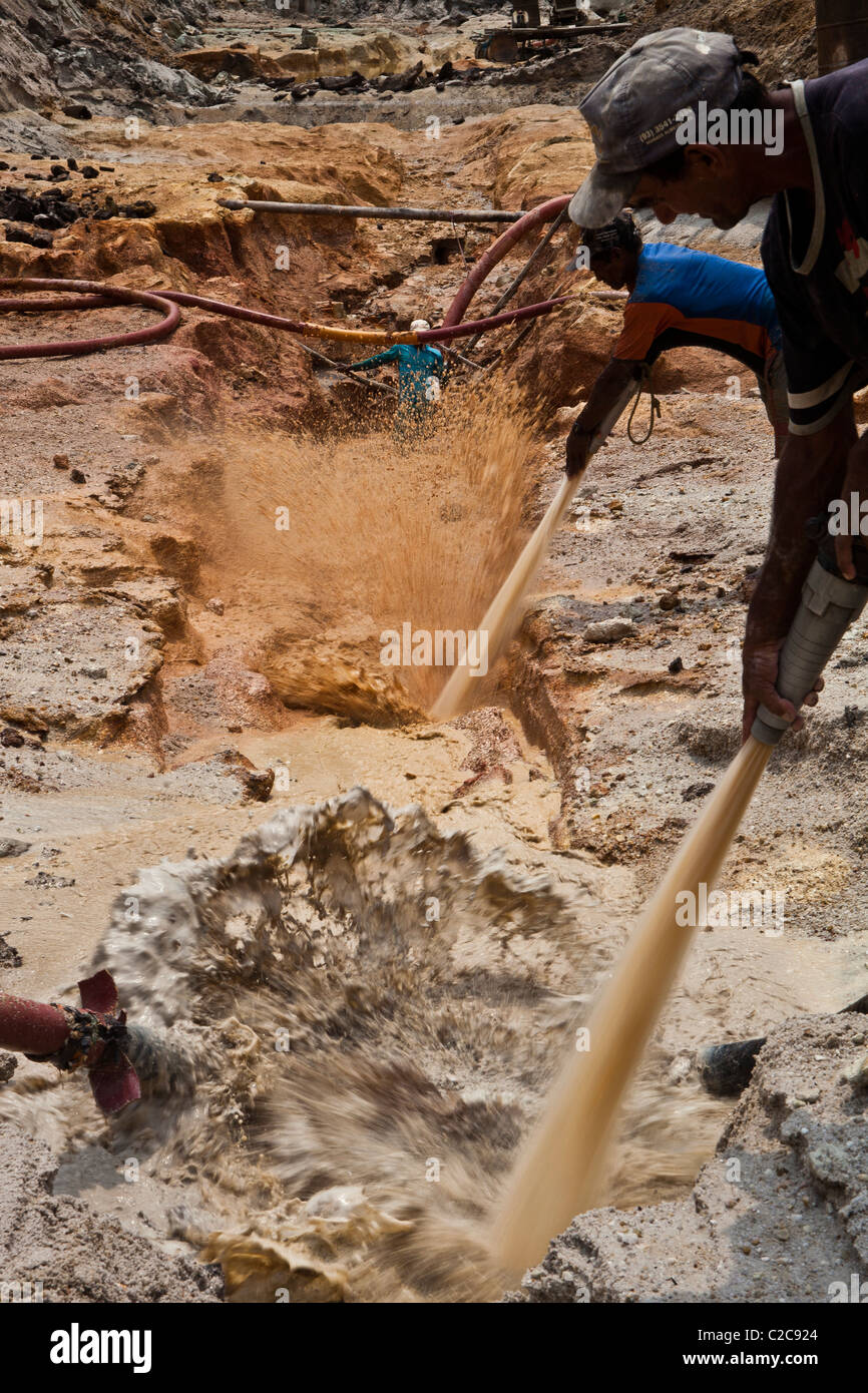 Hydraulic gold mining in Amazon rain forest Brazil high-pressure jets of water to dislodge rock material chupadeira - Stock Image