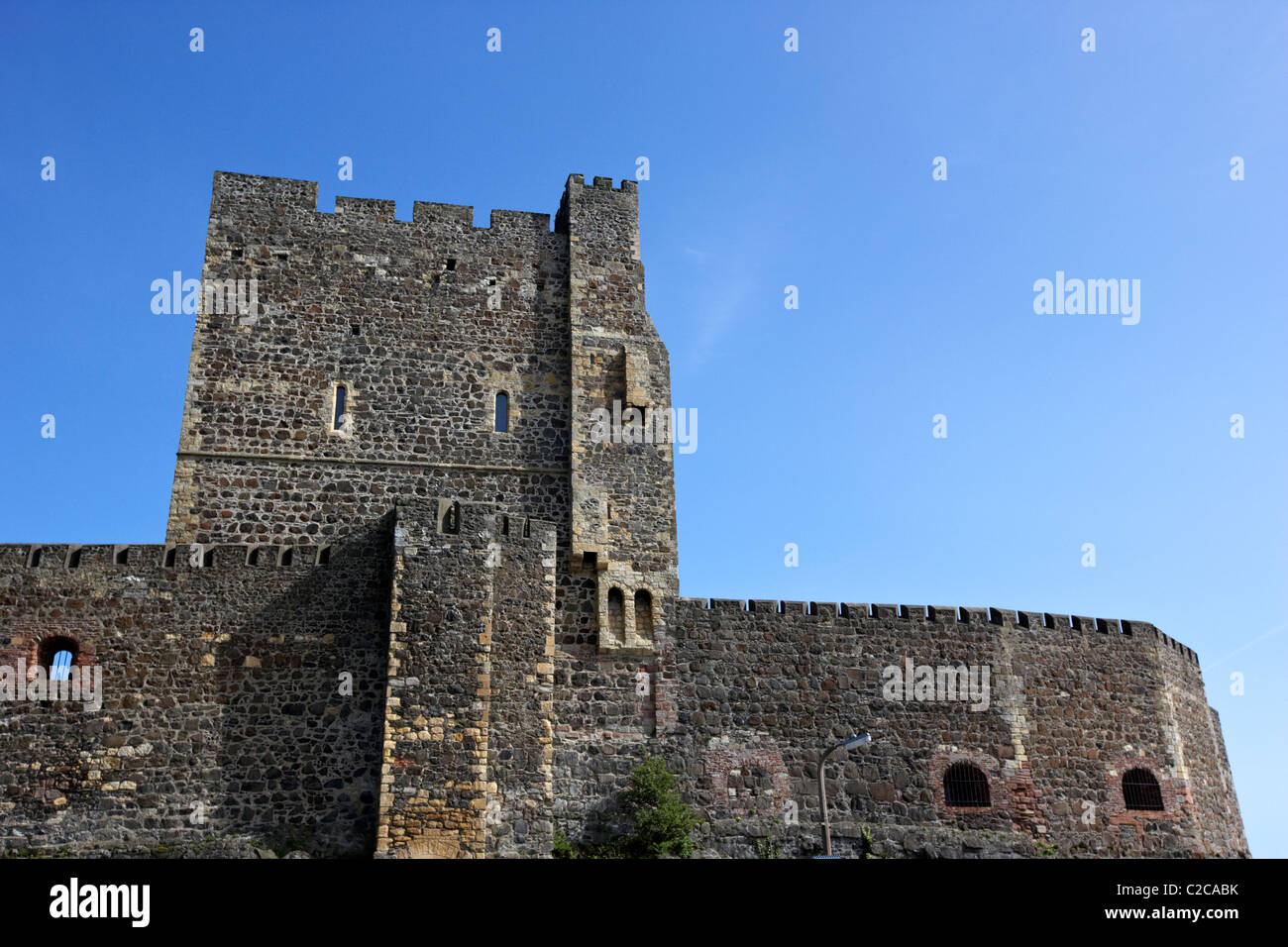 norman keep and walls of carrickfergus castle northern ireland - Stock Image