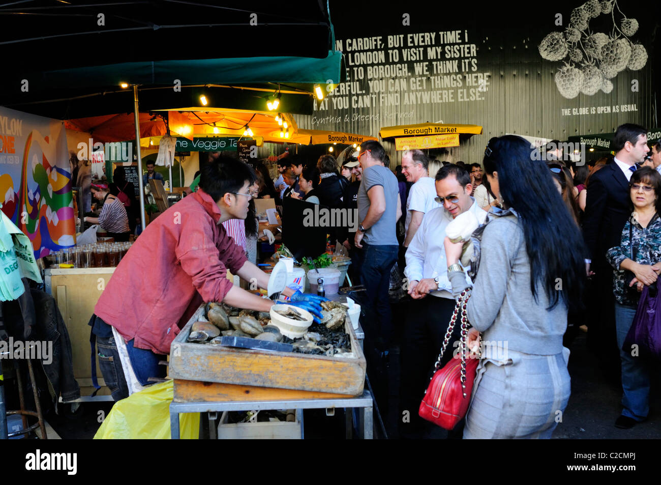 An Oyster Stall at Borough Market, Southwark, London, England, UK - Stock Image