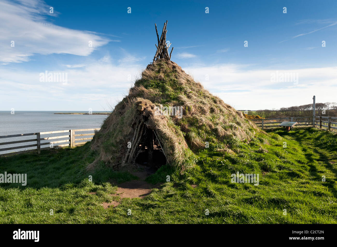 Howick Hill Fort reconstruction of a stone age Mesolithic round house on the Northumberland coast - Stock Image