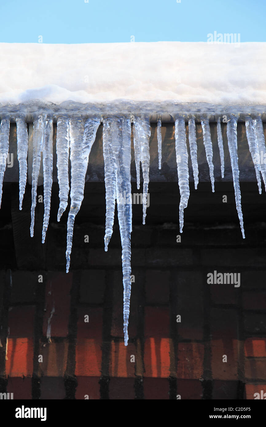 weather, severe winter, coldness, ice, icicles at a rooftop, accident risk, D-Oberhausen, D-Oberhausen-Sterkrade, - Stock Image