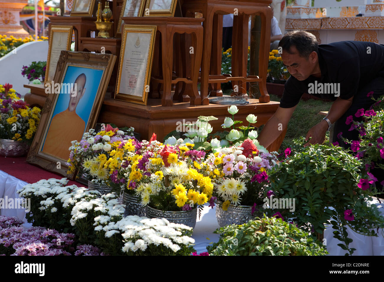 Funeral culture stock photos funeral culture stock images alamy villager voluntary man decorate by flower for great monk krubakumbun paphakaros funeral in izmirmasajfo