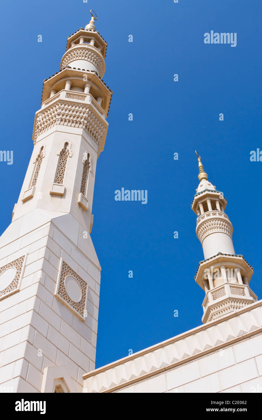 A mosque with minarets in the Jumeirah district of Dubai, UAE. - Stock Image