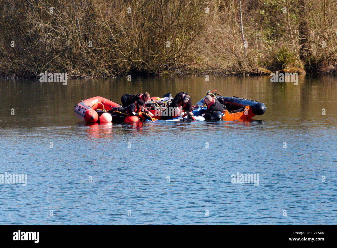 Divers recover a body, thought to be Alfie Skelton from Heathfield Pond in Cobham, Surrey. - Stock Image
