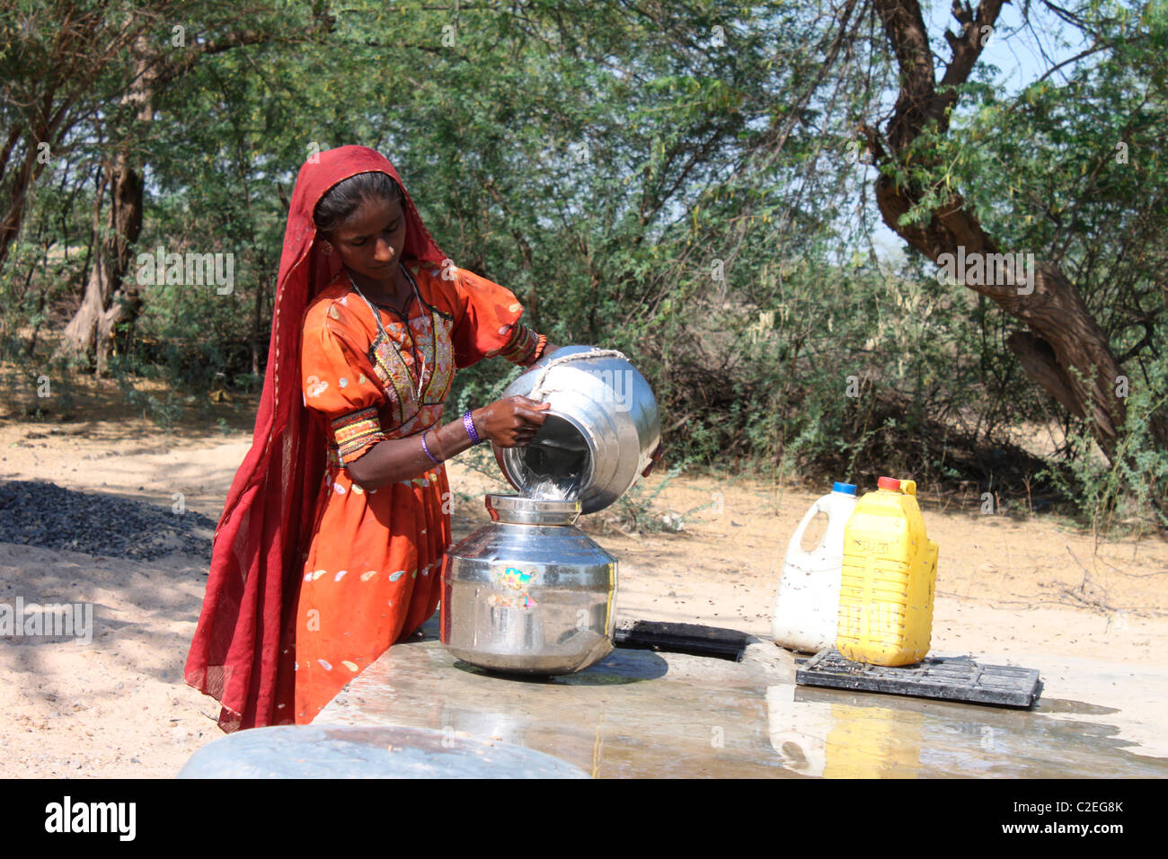 A indian rural woman collecting water - Stock Image