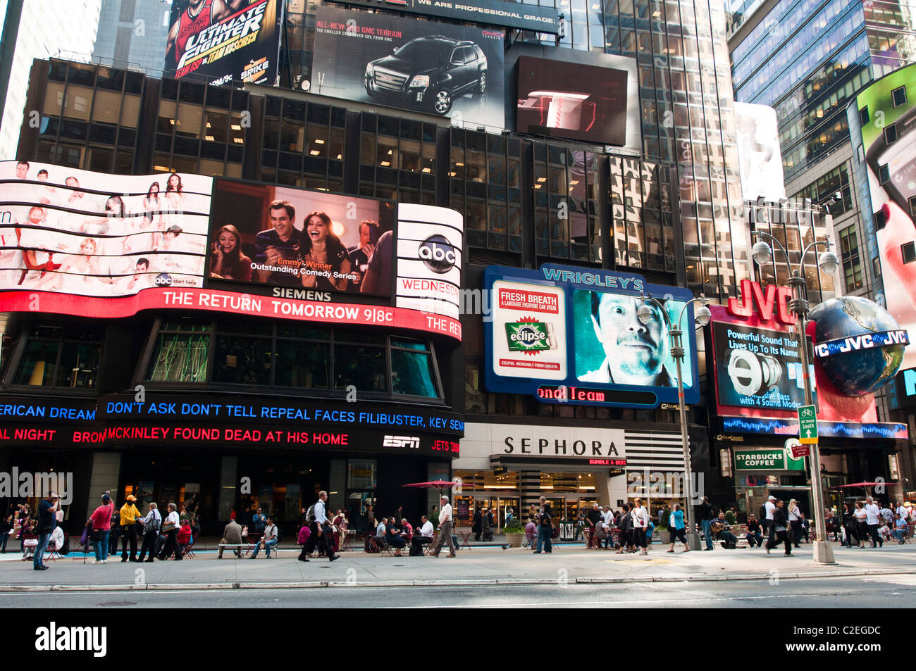 ernst young building at 5 times square with sephora jvc and stock photo 35970296 alamy. Black Bedroom Furniture Sets. Home Design Ideas