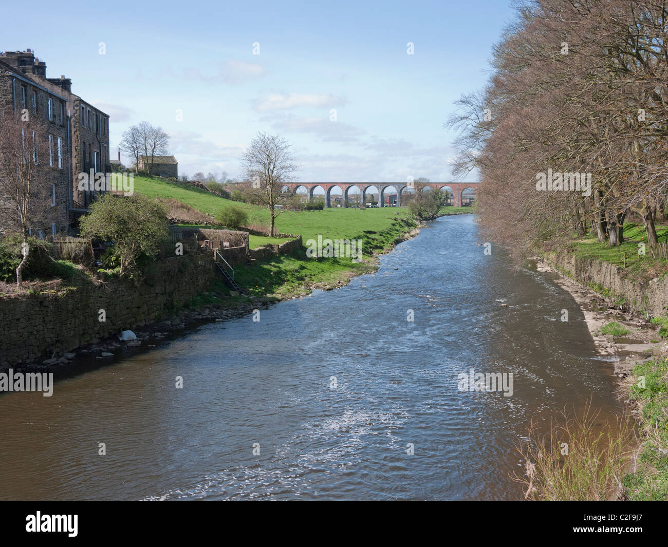 River Calder and Whalley Arches (viaduct) at Whalley, Clitheroe, Lancashire, England, UK. - Stock Image