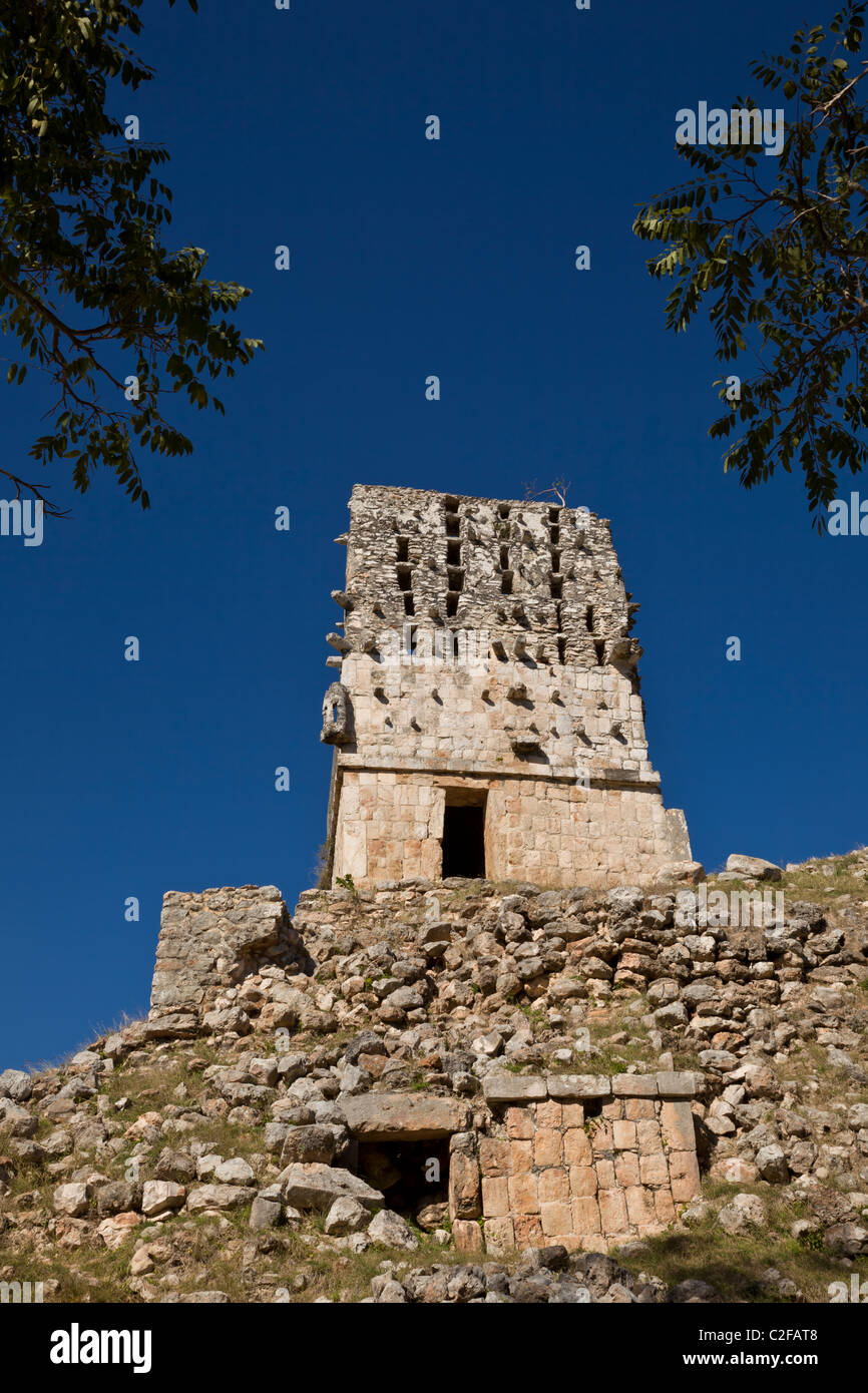 Honeycomb roof of El Mirador Temple at the Maya ruins of Labna along the Puuc Route in the Yucatan Peninsula, Mexico. - Stock Image