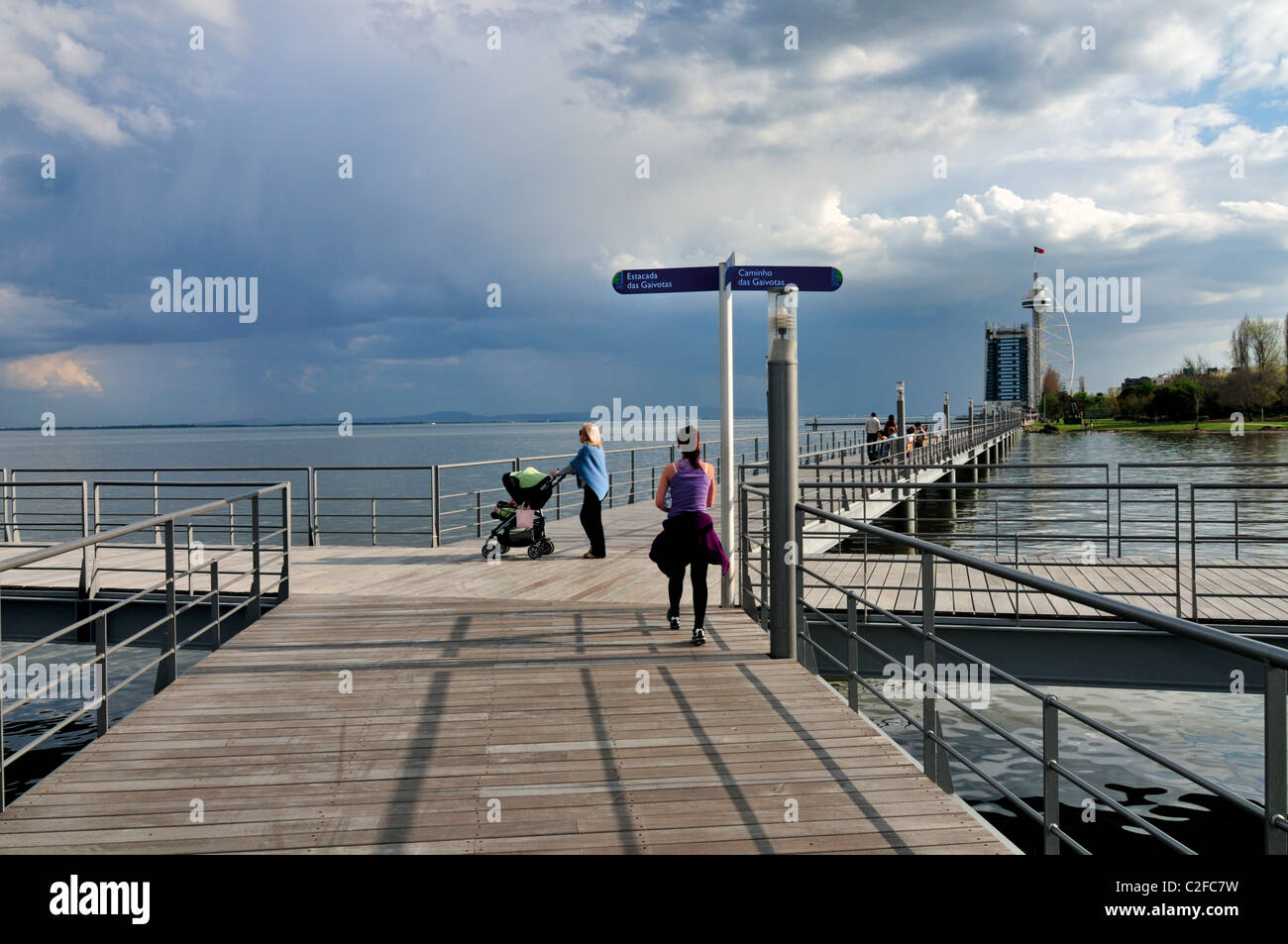 Portugal, Lisbon: Walking way at Tagus riverside in the Nation´s Park - Stock Image